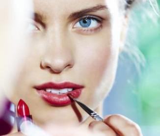 Astuces-beaute-maquillage-des-levres_article_visuel