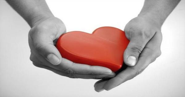 prendre-soin-de-son-coeur main