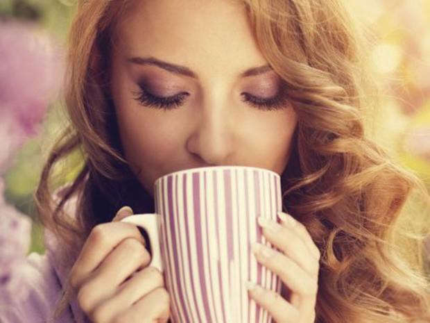 Boire-du-lait-et-des-tisanes-le-soir-aide-a-dormir_width620